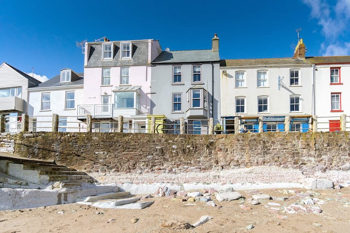 Fred's Place - Overlooking the Kingsand beach