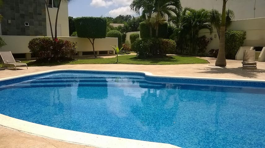 BED & CONTINENTAL BREAKFAST A/C SWIMMING POOL/WF - Cancun - Bed & Breakfast