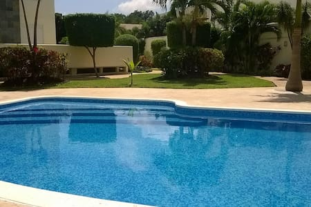 BED & CONTINENTAL BREAKFAST A/C SWIMMING POOL/WF - Cancún
