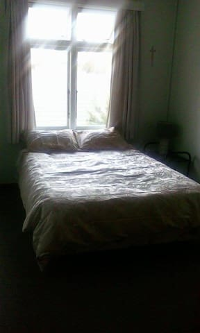 Cool Pleasant room upstairs - Timaru - Rumah