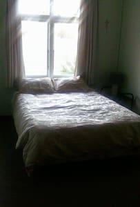 Cool Pleasant room upstairs - Timaru - House