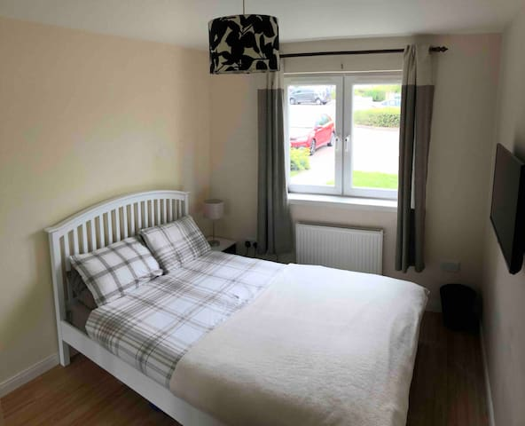 Double room with private bathroom and free parking
