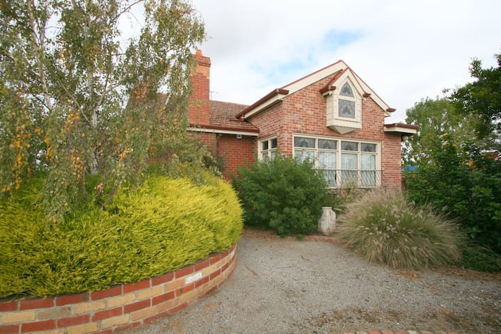 Carter Cottages Accommodation - Werribee - Rumah