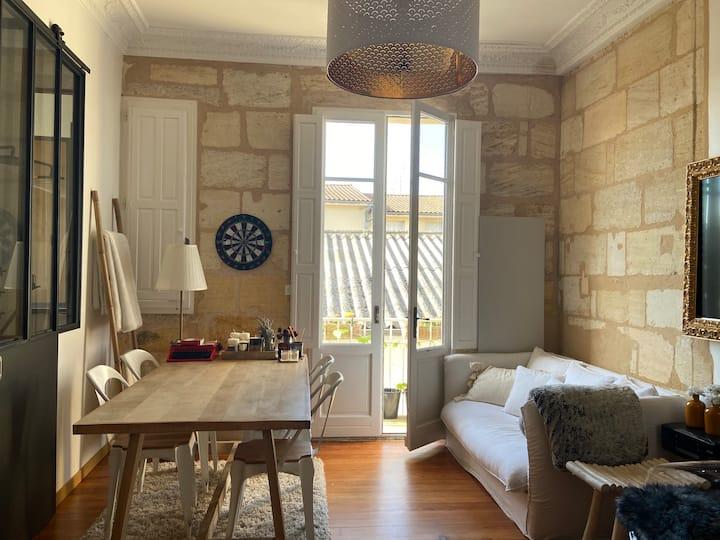 Appartement lumineux avec balcon hyper centre