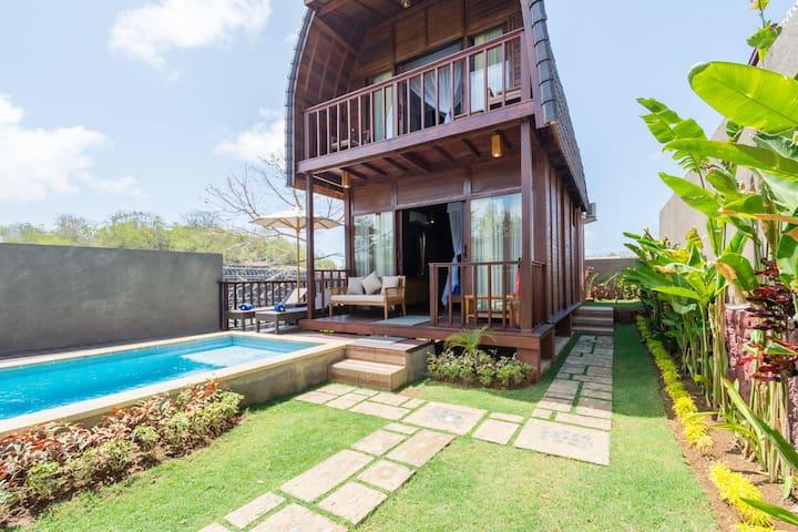 Cozy Wooden Pool Villa for 4 Near Pandawa Beach