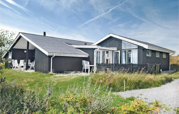 Holiday cottage with 4 bedrooms on 160m² in Fanø