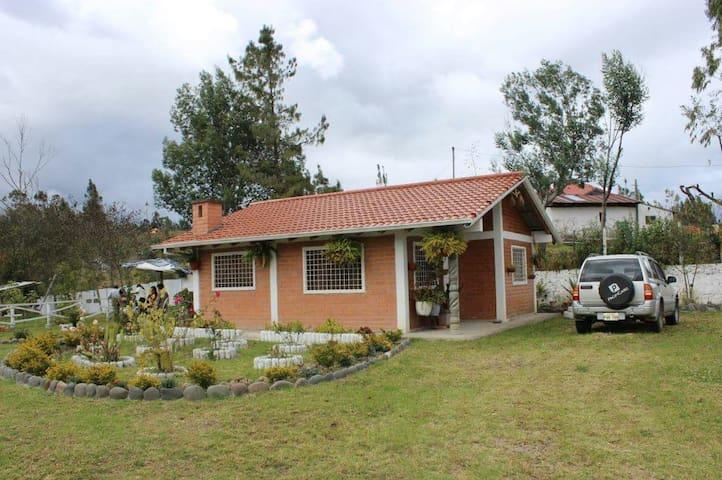Acogedora casa en medio del campo - Cuenca - Talo