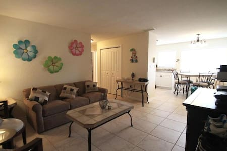 Apartment  near Melbourne in Indian Harbour Beach