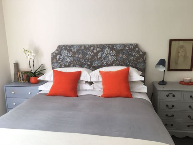 Private double bedroom and bathroom, Wandsworth