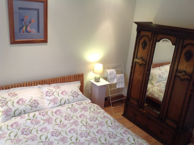 Quirky 3 beds in Clifton NOT WHOLE HOUSE - Clifton Village - House