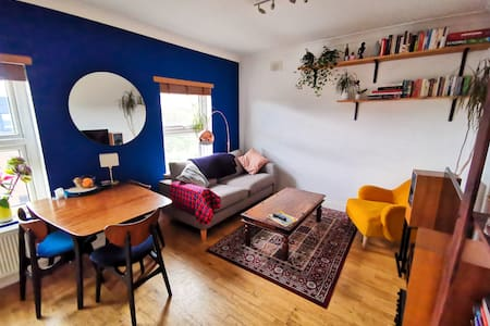 Bright and warm 2 bed flat in trendy Clapton