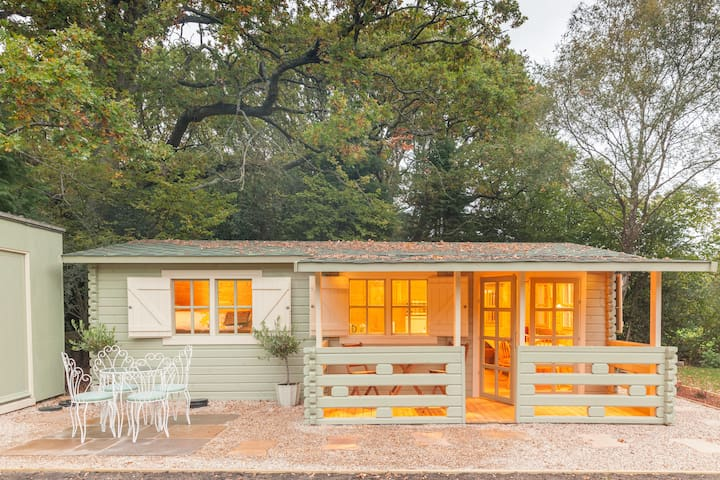 Family friendly sunny Log Cabin - Wimborne Minster