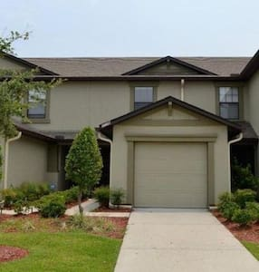 Private Bedroom Townhome w/ pool and parking - Jacksonville
