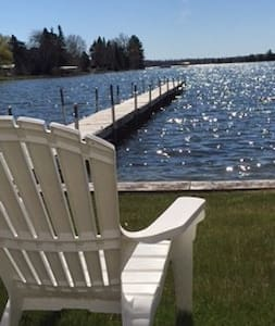 Crooked Lake Front Cottage, Great for Fishing - Alanson
