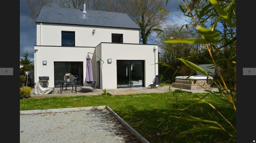 Maison d'architecte avec jacuzzi - La Chapelle-sur-Erdre - House