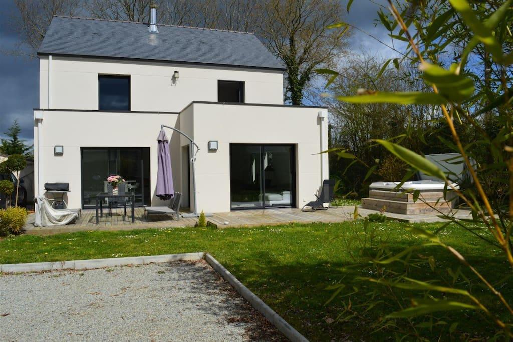 Maison d 39 architecte avec jacuzzi houses for rent in la chapelle sur erdre pays de la loire - Maison architecte mark dziewulski ...