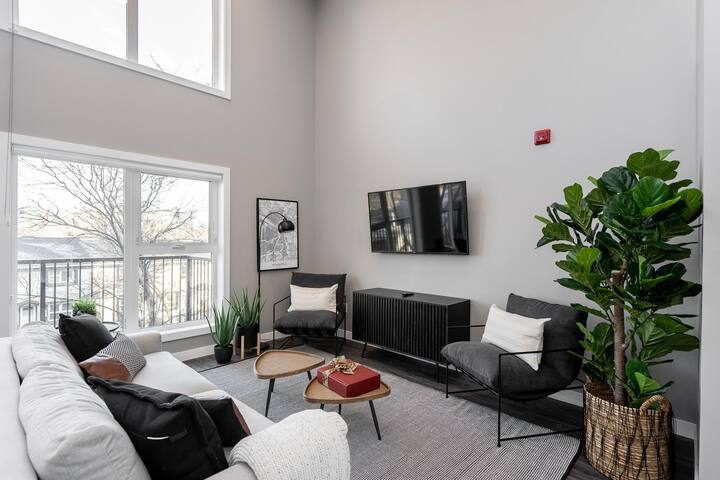 Breathtaking 2 Bedroom in Winnipeg's French Quarter!