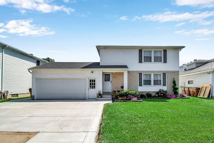 Spacious Private Home by Buffalo/Airport/NiagFalls