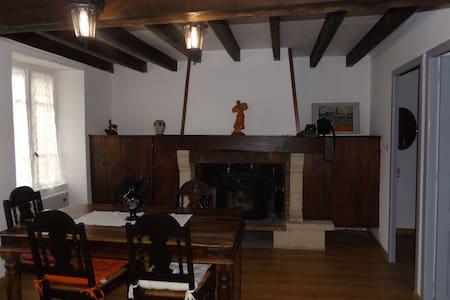Maison dans un village typique de l'Ariège.