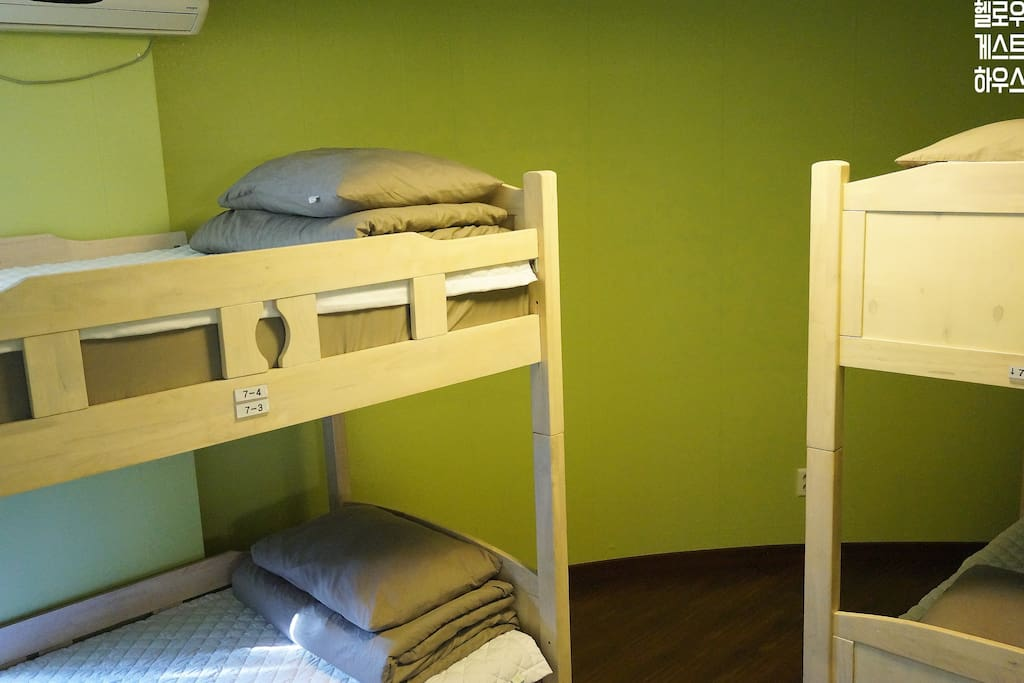 4domitory beds