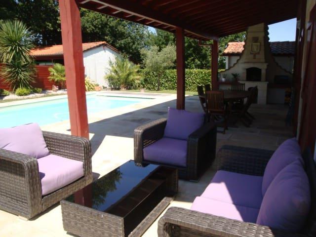 Grande maison basque avec piscine chauffée - Jatxou - 一軒家