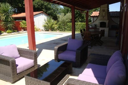 Grande maison basque avec piscine chauffée - Jatxou