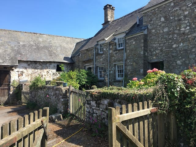Brook Farm. Rustic farmhouse in stunning location