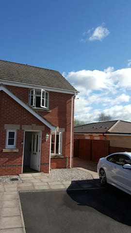 Simple clean and quiet location. - Caerphilly - Talo
