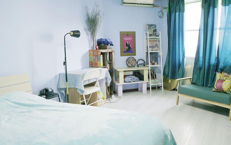 SUBLAND 1号雍和宫簋街鼓楼南锣鼓巷附近整套一居室,紧邻地铁5号线/2号线。