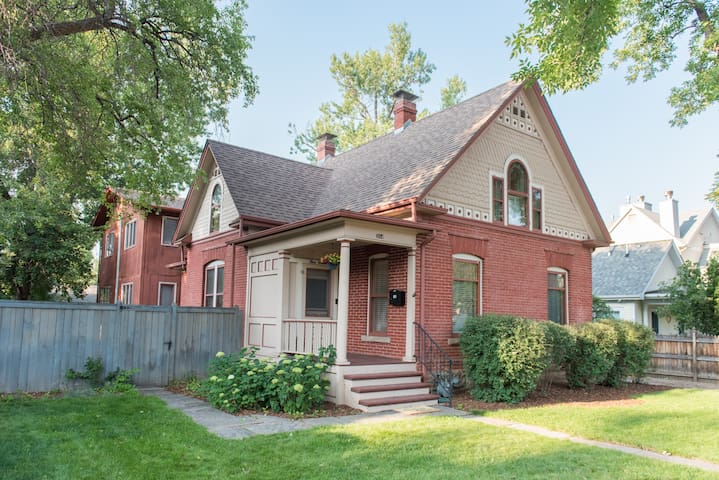 Beautiful Historic Home just Blocks from Old Town!