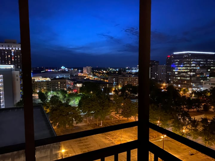 24B - Gorgeous Penthouse! 1 BD 1 BA located in downtown Atlanta!