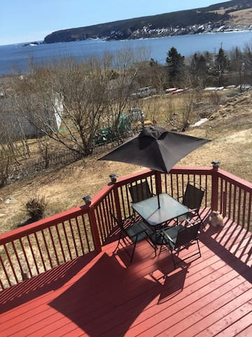 NEW LISTING, POUCH COVE. RECONNECT WITH NATURE ! - Pouch Cove - Huis