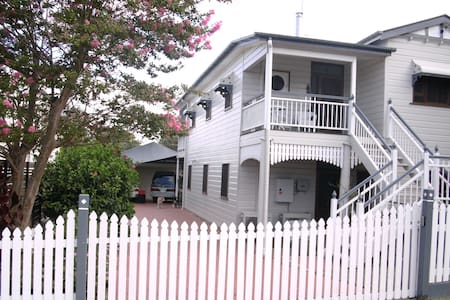 Family friendly bayside apartment - Wynnum