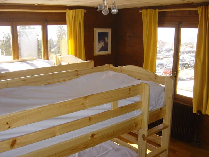4 bedded rooms available in the center of Crans