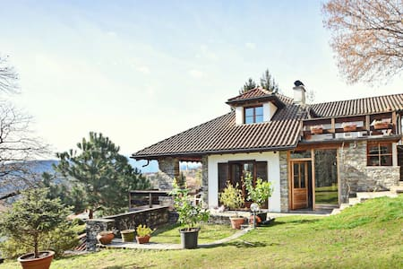 Peaceful Cottage in Cargiogo with Private Terrace