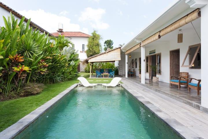 Villa Khush - 2 beds pool - prime location Canggu