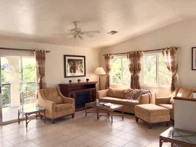 Convenient & modern 3 Bedroom apartment in Lahaina