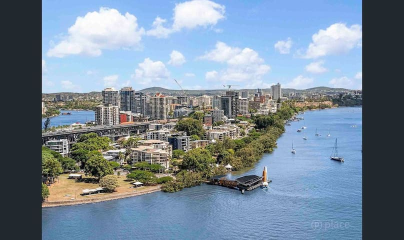 Centrally Located Brisbane City Apartment