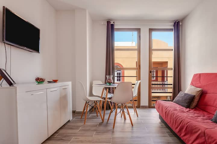 Modern Apartamento Pizarro 1B in central position and not far from the beach, Wi-Fi included