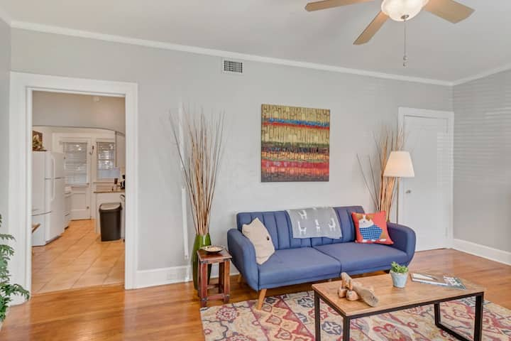 """A Simply """"CHARMING APT"""" IN Historic Riverside Jax!"""