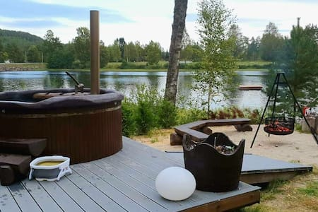 Cottage whit barrelsauna, hot tub, rowboat & RELAX