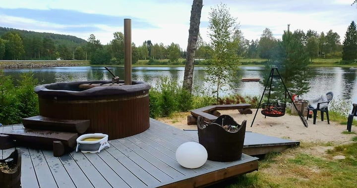 Cottage whit barrelsauna, hot tub, rowboat & RELAX