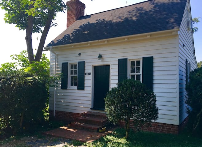 1700's Summer Kitchen Guesthouse near CVILLE - Gordonsville