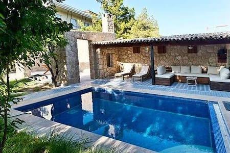 Villa Stone House - Huvila