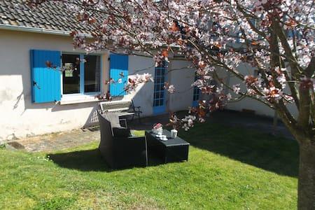 Studio met zwembad, domaine le vignot Braize
