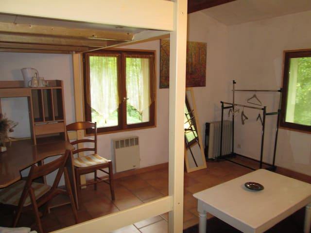 Grande chambre 1 ou 2 personnes +10euros - Varages - Huis