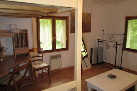 Grande chambre 1 ou 2 personnes +10euros - Varages - House