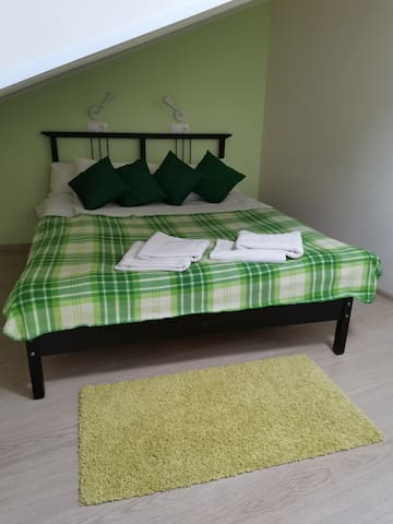 Green Double room with private bathroom