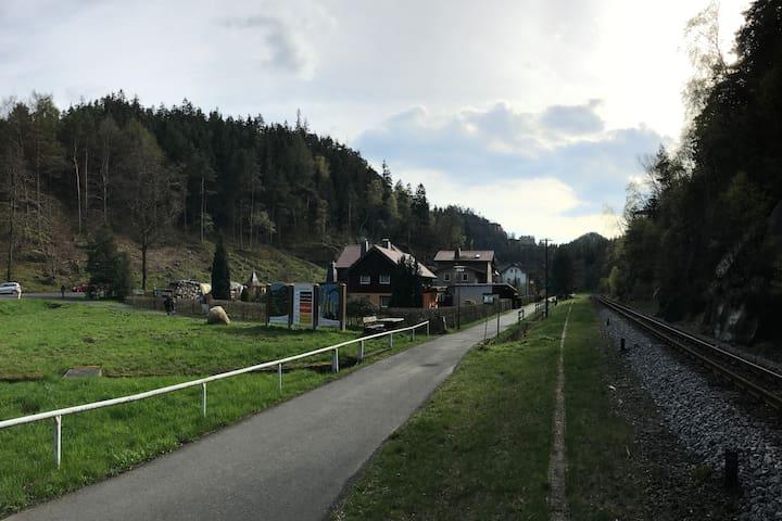 Barrierefreies Ferienzimmer mit DU/WC/Küche/WLAN - Oybin - Talo