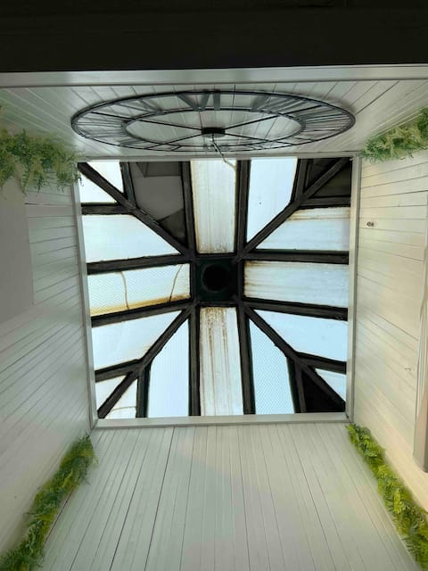 Trendy upscale loft suite/desirable downtown area